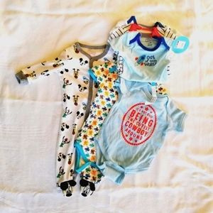 NWT lot of baby boy onesies 0-9 months